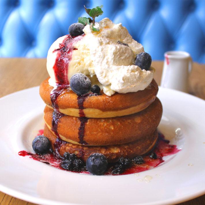 《3月限定!》ブルーベリーとマスカルポーネクリームのパンケーキ