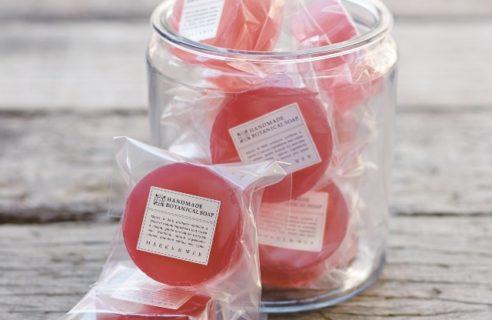 自然な色と香りにこだわった「桜」のソープ