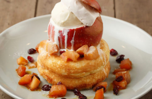 【11月限定パンケーキ】丸ごとリンゴのパンケーキ カスタードソース