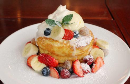 【5月限定】スペシャルフルーツのパンケーキ マカダミアナッツソース