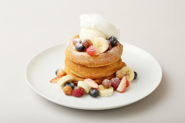 【5月限定!】スペシャルフルーツのパンケーキ  マカダミアナッツソース