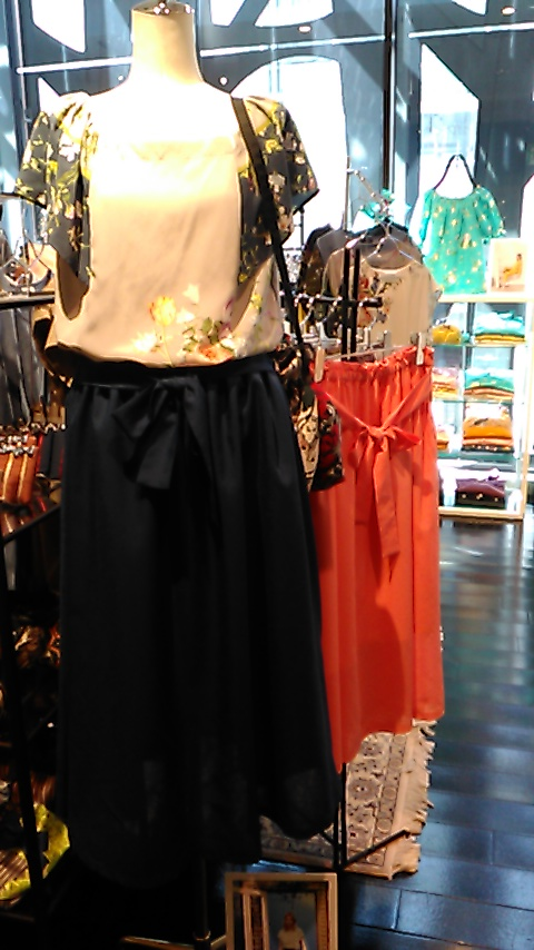 ウエストリボンのギャザースカート