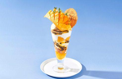 【まるごとフルーツフェア】まるごとマンゴーとパッションフルーツ、ココナッツのパフェ