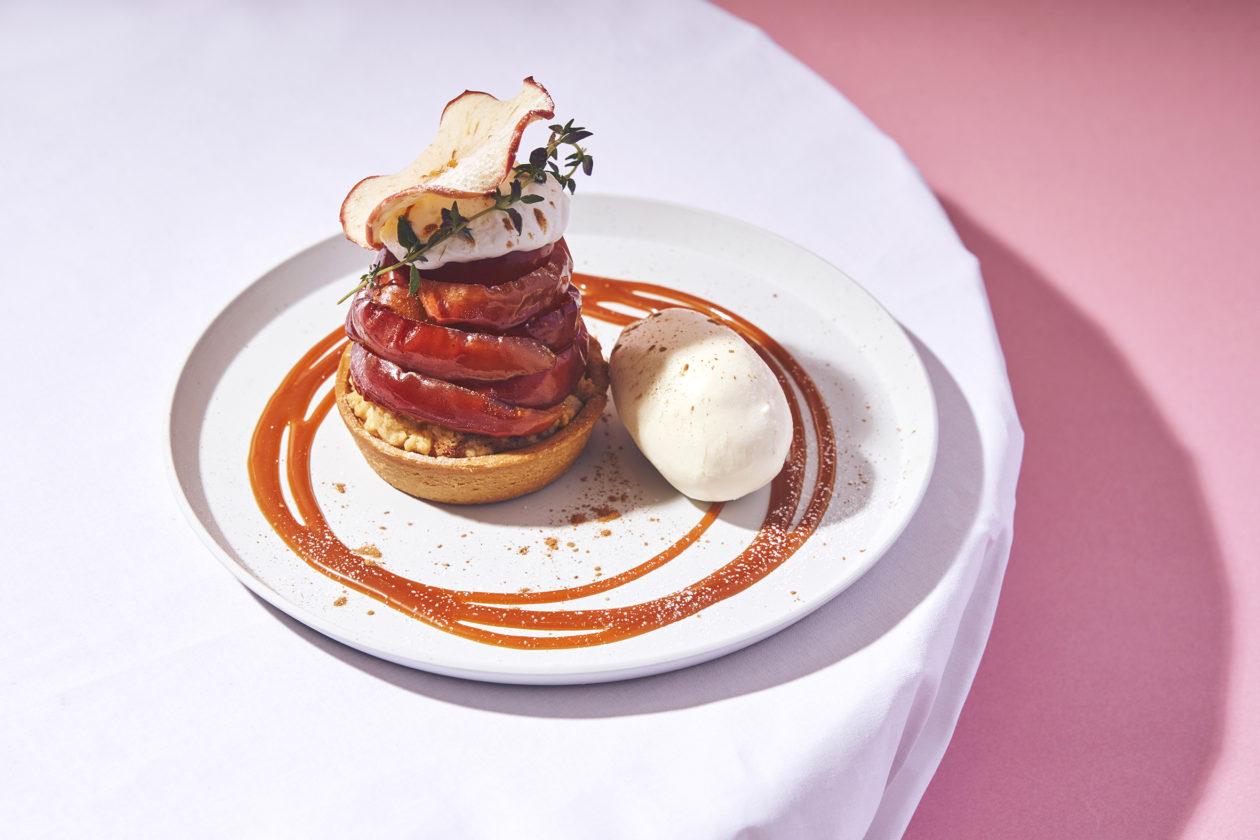 【春のデザートフェア】しっとりりんごのクランブルタルト 塩キャラメルソース